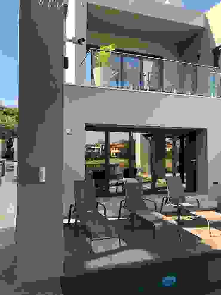 SimpliMation Pty Ltd Modern style balcony, porch & terrace