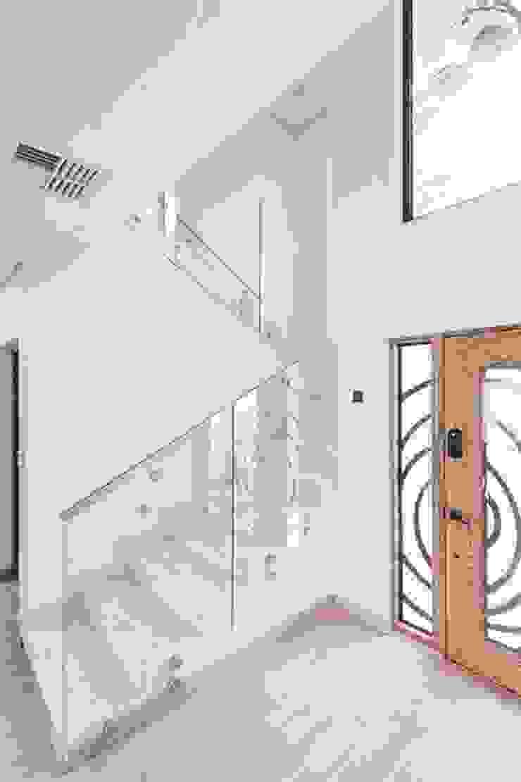 Honeyridge Home Modern Corridor, Hallway and Staircase by SimpliMation Pty Ltd Modern