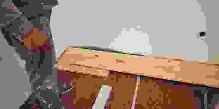 aplicação de soalho de madeira maciça sobre base de cortiça (isolamento térmico e acústico). IIP - Reabilitação e Construção