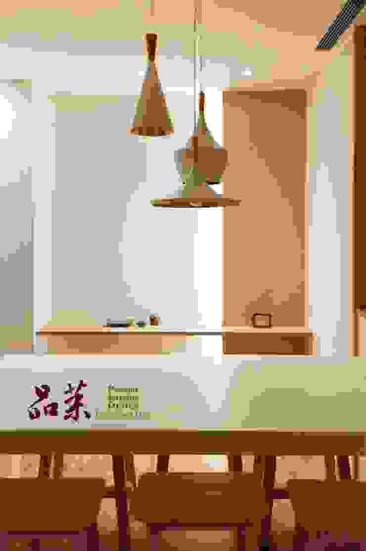 【餐桌的選擇:人造石】: 斯堪的納維亞  by 品茉空間設計(夏川設計), 北歐風