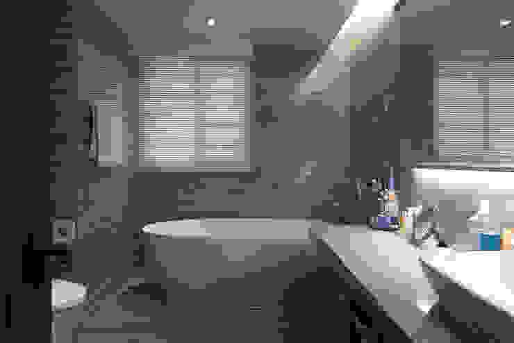 Classic style bathroom by 璞爵設計Project Design Classic