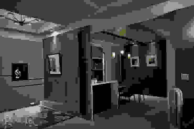 微奢簡約質感中藏入低調且自在的寧靜空間 現代廚房設計點子、靈感&圖片 根據 東風室內設計 現代風