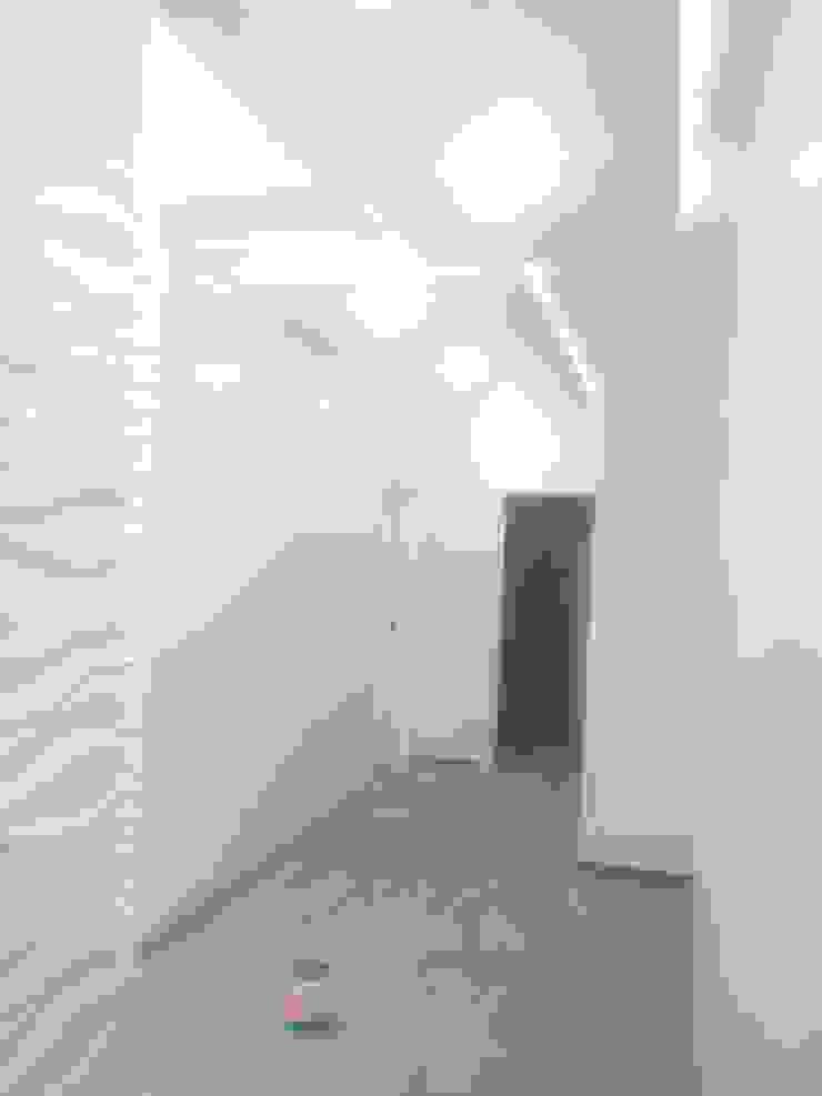 Remodelacion en Interiores y Exteriores Mendoza Modern Corridor, Hallway and Staircase