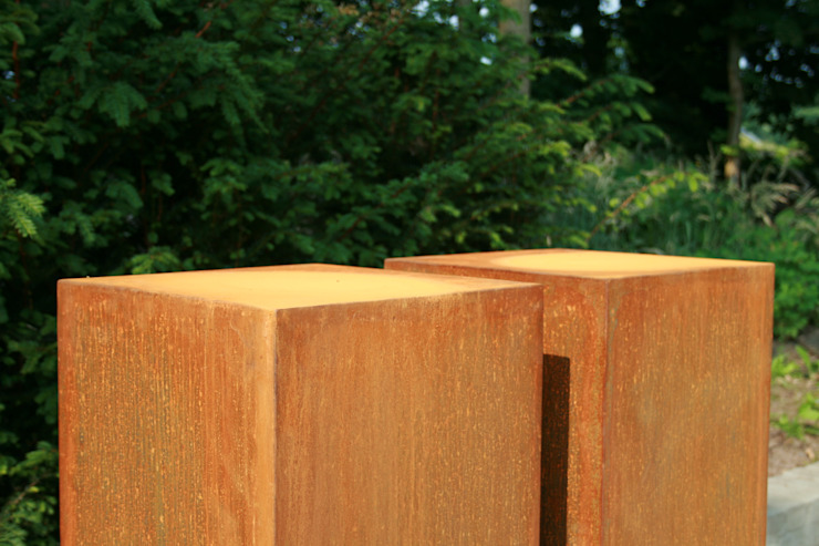 Sokkels en zuilen Corten staal: modern  door PRODUCTLAB, Modern