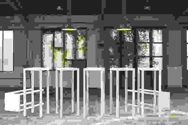 sokkels en presentatietafels: modern  door PRODUCTLAB, Modern IJzer / Staal