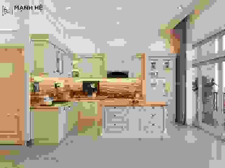 Thiết kế tủ bếp chữ L cho nhà biệt thự bởi Công ty TNHH Nội Thất Mạnh Hệ Kinh điển