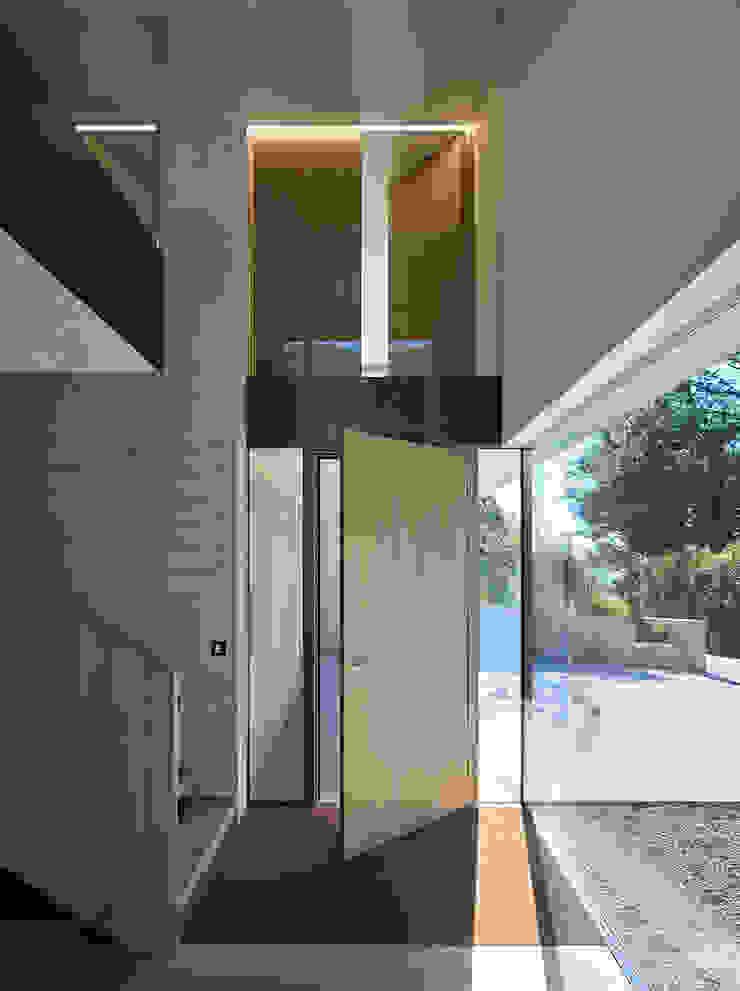 Dietrich   Untertrifaller Architekten ZT GmbH Modern style doors