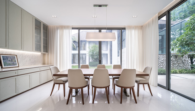 AOMO/ Architecture of My Own Modern dining room