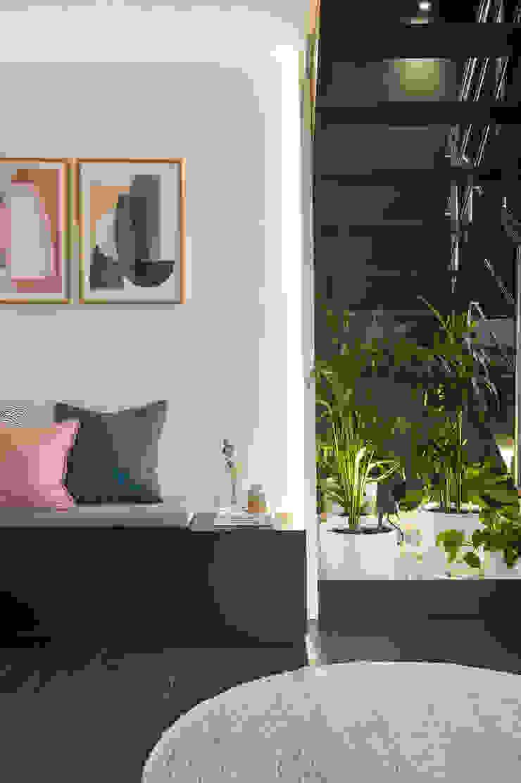 Pasillos, vestíbulos y escaleras de estilo moderno de Egue y Seta Moderno