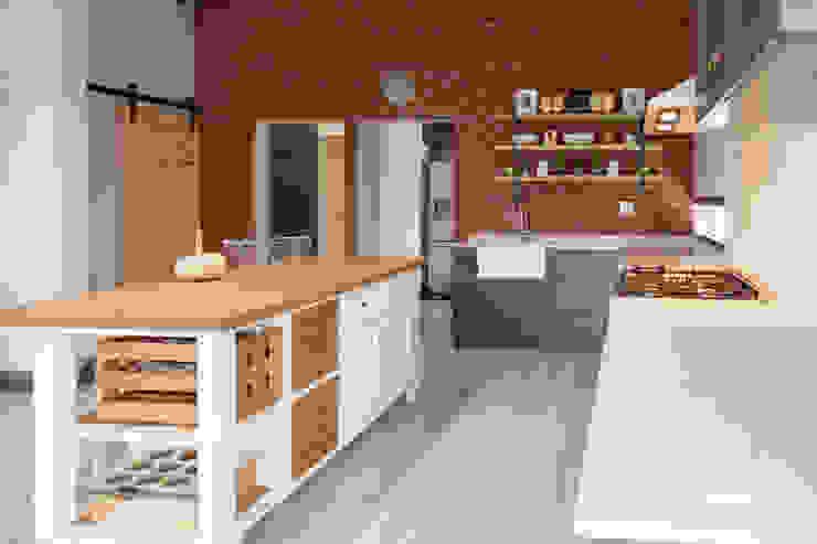 5 on Dagbreek Modern kitchen by Crontech Consulting Modern