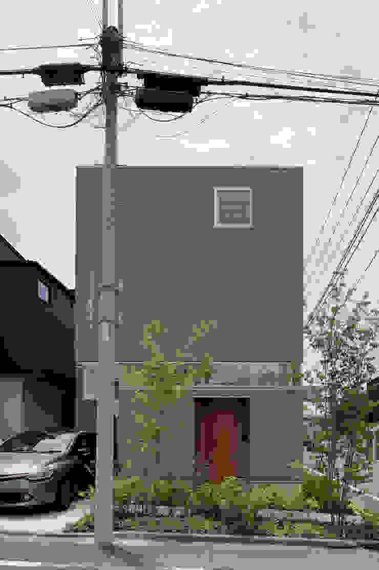 おやまだいのいえ 國分大輔建築設計事務所 オリジナルな 家 灰色