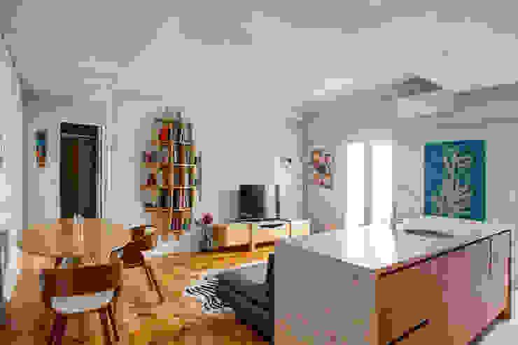 Sala Tiago R. Correia, Arquitectos Salas de estar modernas Mármore Acabamento em madeira
