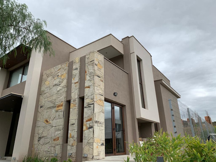 MABEL ABASOLO ARQUITECTURA Single family home Stone