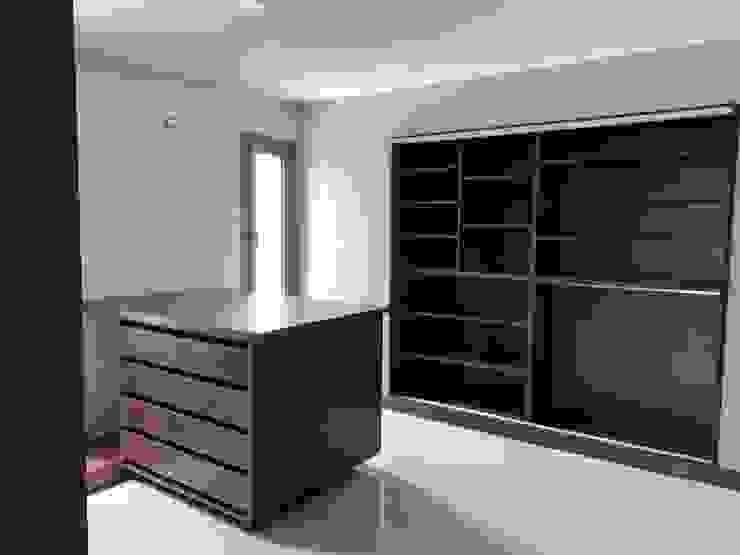 MABEL ABASOLO ARQUITECTURA Modern dressing room Engineered Wood