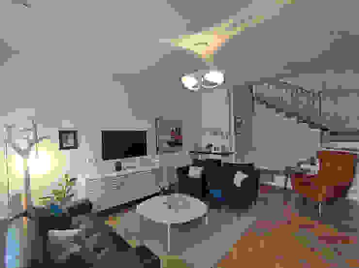 Scorcio del salotto Teresa Romeo Architetto Soggiorno classico Marmo Bianco