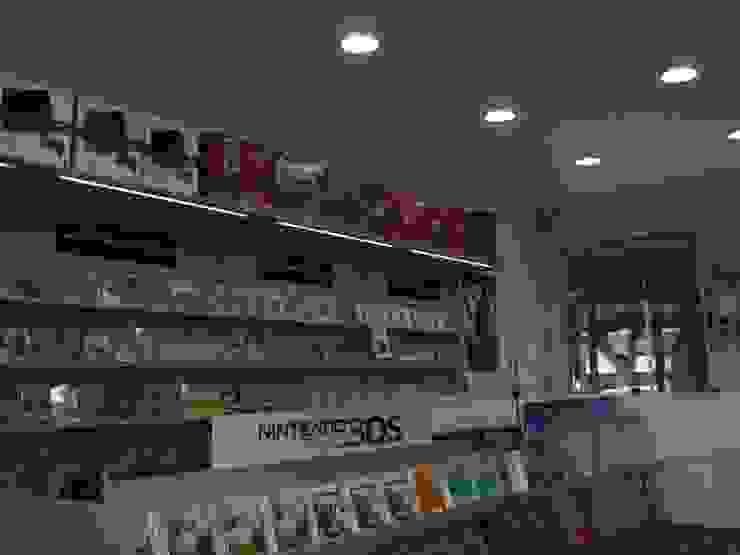 Interior de Game Shop Ana Cabo Espacios comerciales de estilo moderno Aluminio/Cinc Beige
