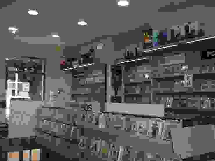 Franquicia de Game Shop en Melilla Ana Cabo Espacios comerciales de estilo moderno Aluminio/Cinc Beige