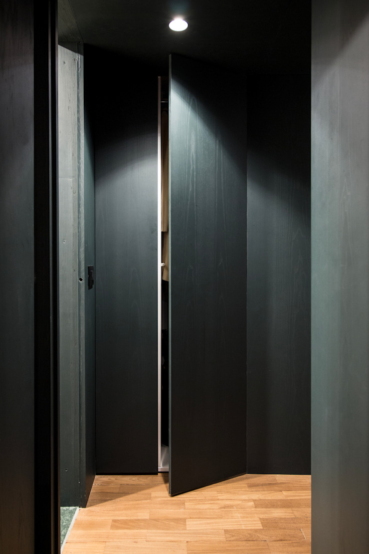 CLT studioSAL_14 Ingresso, Corridoio & Scale in stile moderno Legno