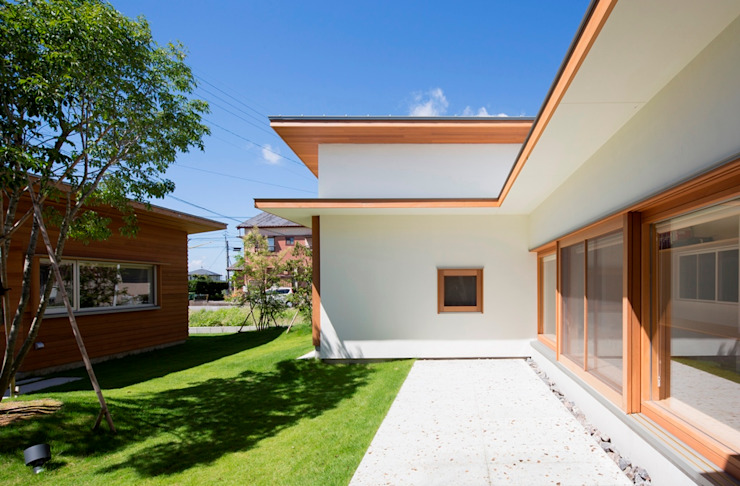 拾石の家/中庭 松原建築計画 一級建築士事務所 / Matsubara Architect Design Office 一戸建て住宅 コンクリート 白色