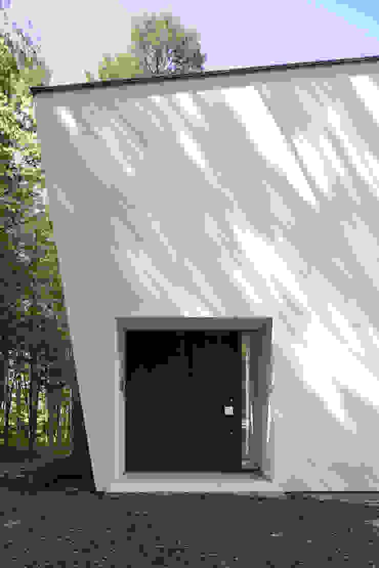 atelier137 ARCHITECTURAL DESIGN OFFICE Pasillos, vestíbulos y escaleras de estilo moderno