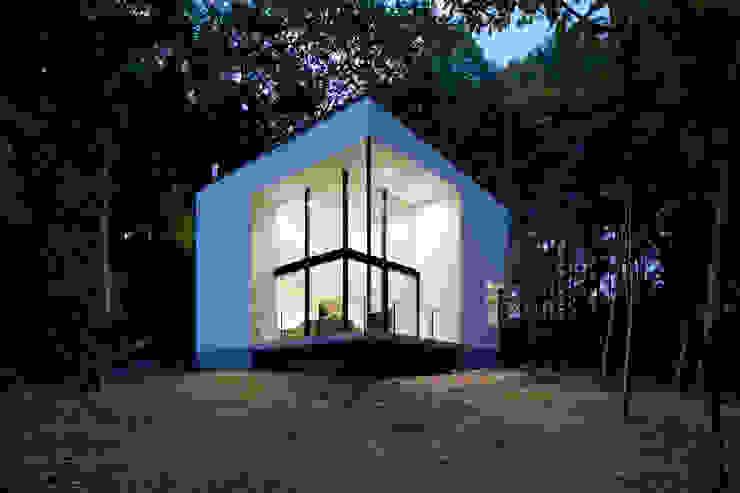 atelier137 ARCHITECTURAL DESIGN OFFICE Casas de campo Vidrio