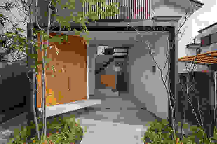 玄関ポーチ K+Sアーキテクツ 和風の 玄関&廊下&階段