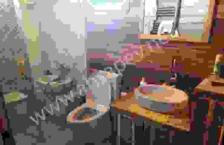 AHSAP EV— BEYKOZ— 120 m2 SİSNELİ AHŞAP EV - AĞAÇ EV - KÜTÜK EV - BUNGALOV -KAMELYA Country style bathroom