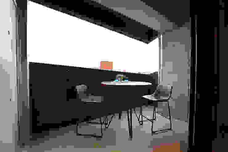 4階 ベランダ の Style Create モダン