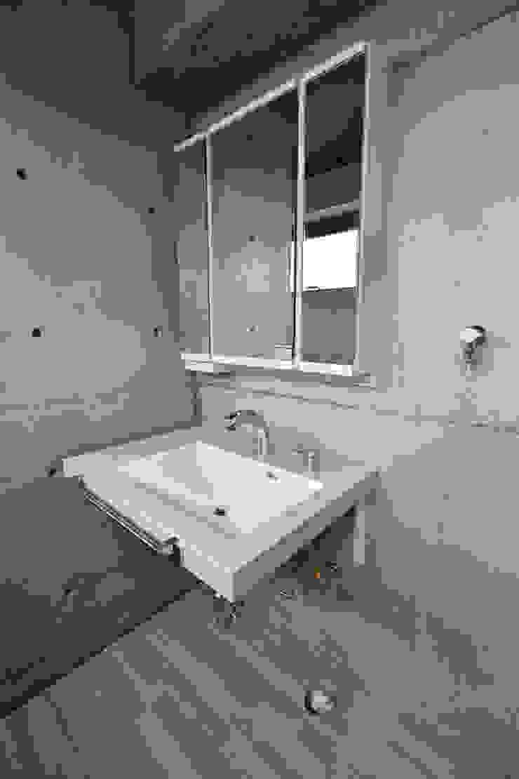 4階 洗面シンク: Style Createが手掛けた現代のです。,モダン
