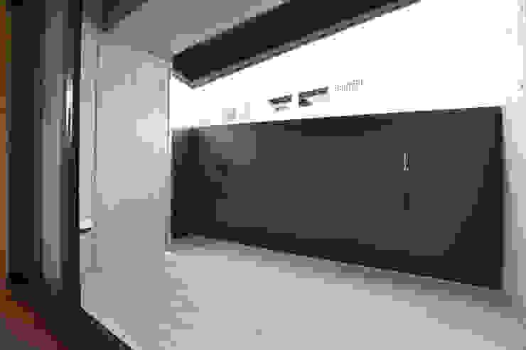 3階 ベランダ モダンデザインの テラス の Style Create モダン