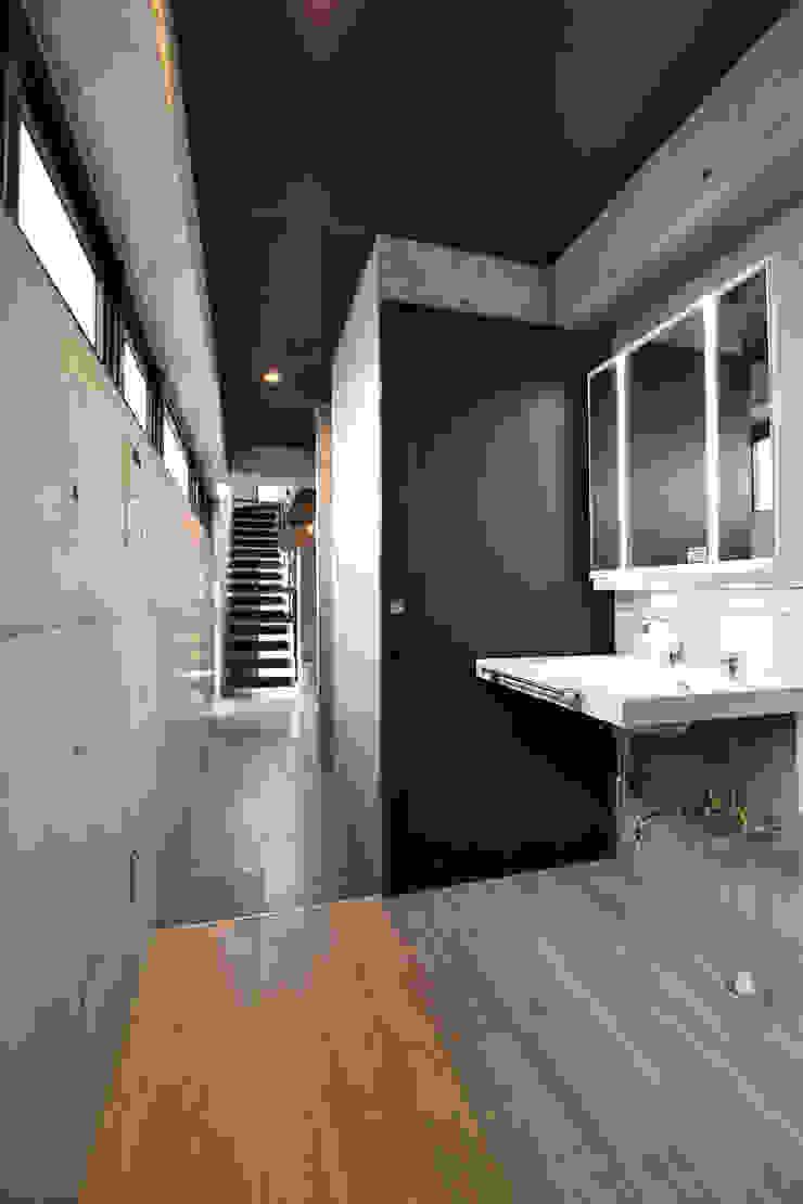 4階 洗面室: Style Createが手掛けた現代のです。,モダン