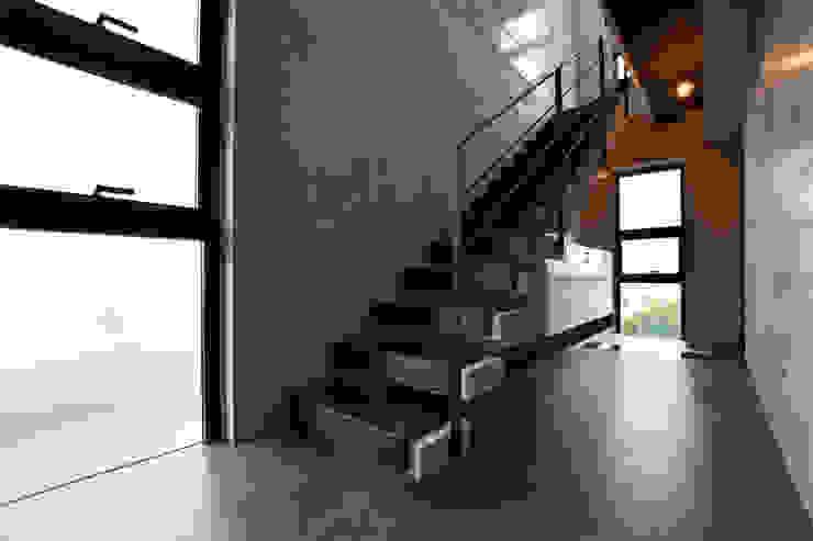 4階 玄関ホール モダンスタイルの 玄関&廊下&階段 の Style Create モダン
