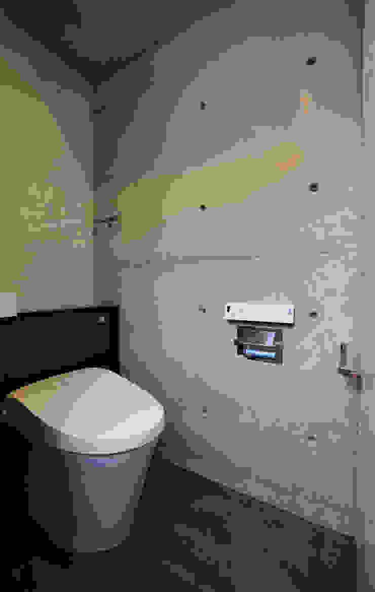 2階 トイレ: Style Createが手掛けた現代のです。,モダン
