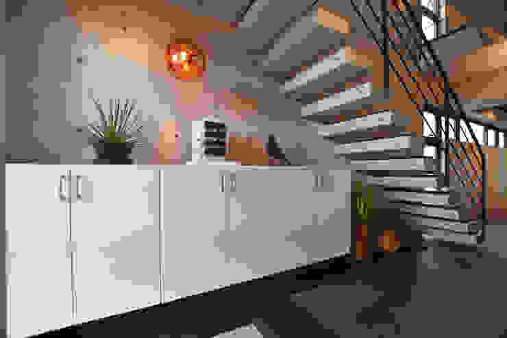 2階 玄関 モダンスタイルの 玄関&廊下&階段 の Style Create モダン