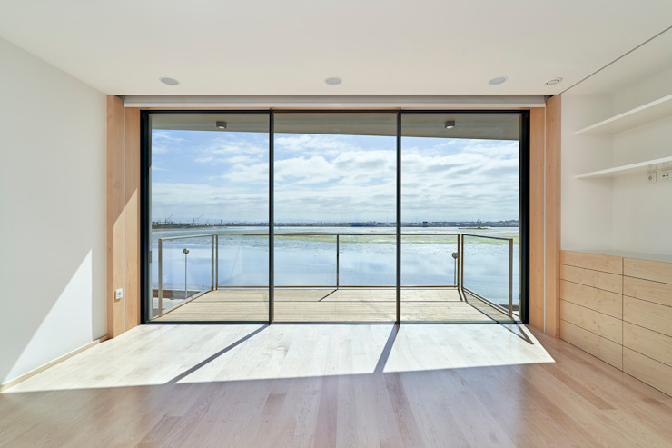 Atelier d'Arquitetura Lopes da Costa Camera da letto moderna