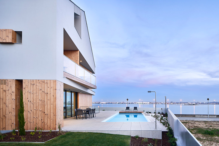 Atelier d'Arquitetura Lopes da Costa Giardino moderno
