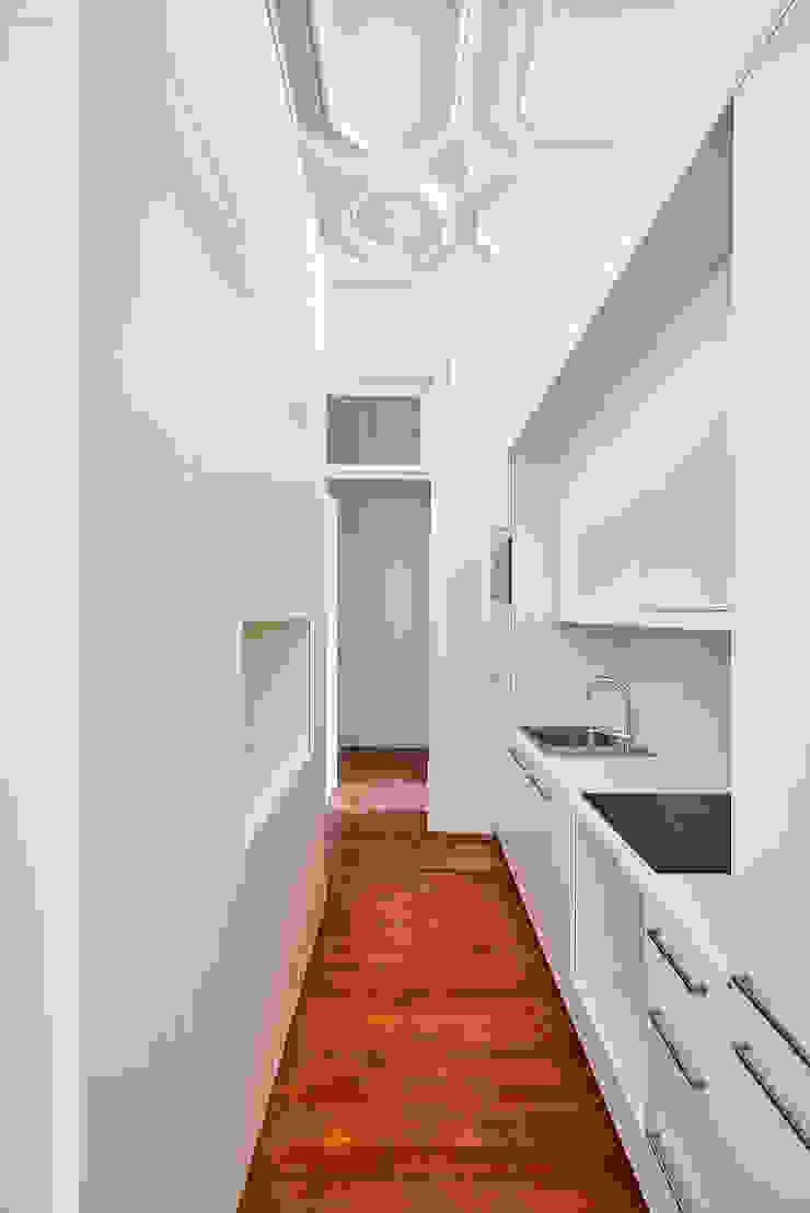 Atelier d'Arquitetura Lopes da Costa Small kitchens