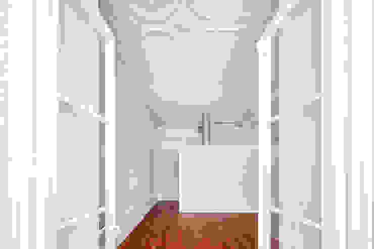 Atelier d'Arquitetura Lopes da Costa Modern living room