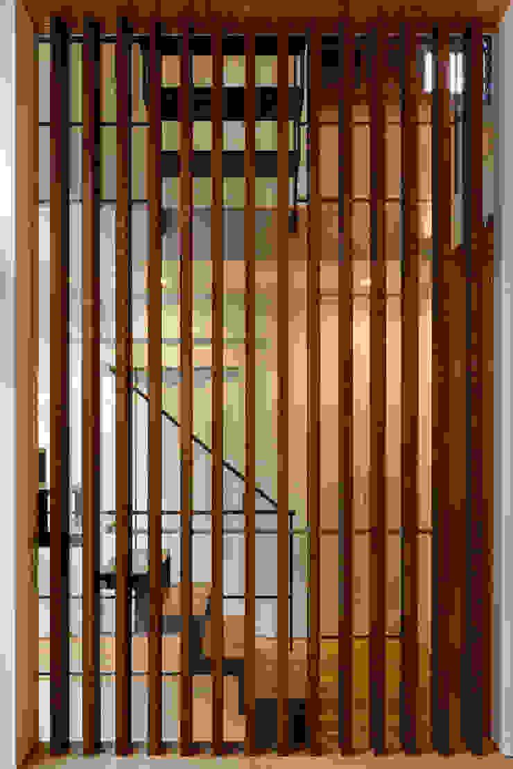 設計事務所アーキプレイス Paredes y pisos modernos Madera Acabado en madera