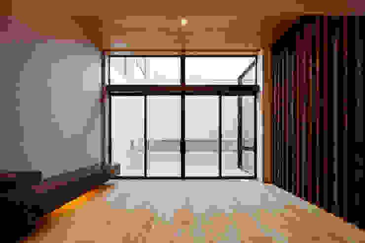 設計事務所アーキプレイス Livings de estilo moderno Acabado en madera
