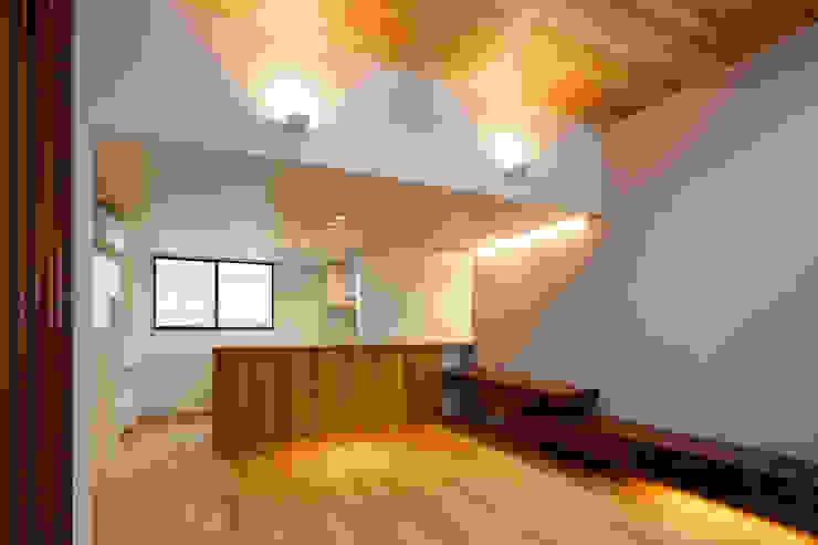 設計事務所アーキプレイス Comedores de estilo moderno Compuestos de madera y plástico Acabado en madera