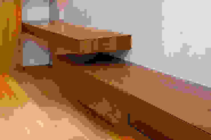 設計事務所アーキプレイス SalasMuebles de televisión y dispositivos electrónicos Contrachapado Acabado en madera