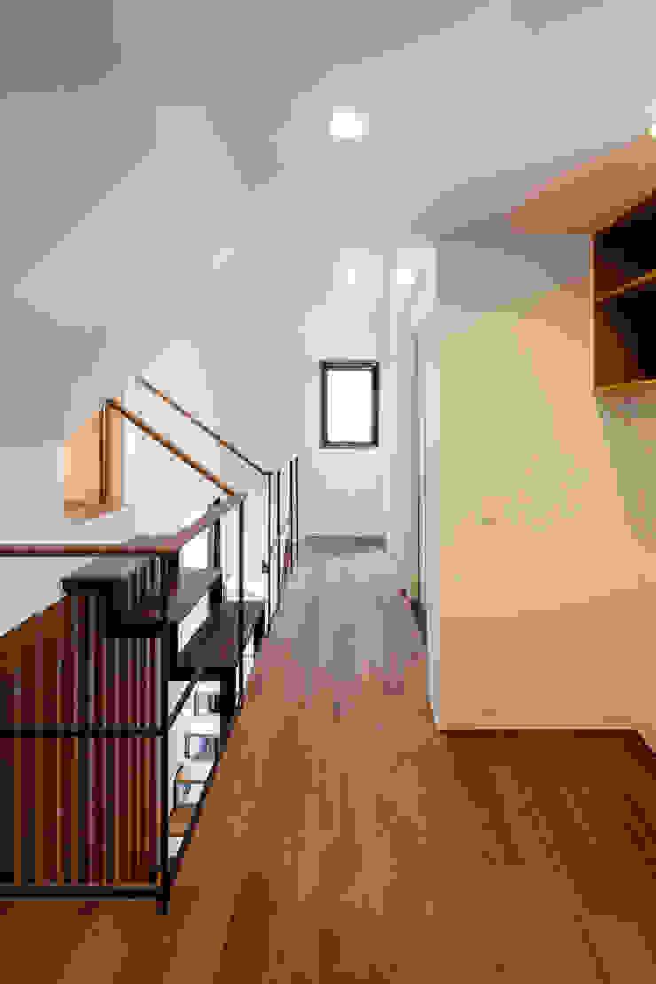設計事務所アーキプレイス Vestíbulos, pasillos y escalerasAccesorios y decoración