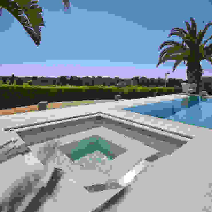 La zona Spa de la piscina de ROSA GRES Moderno Cerámico