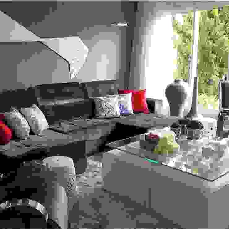 Mais um ângulo da sala de tv Salas de estar modernas por Aadna.Design Moderno