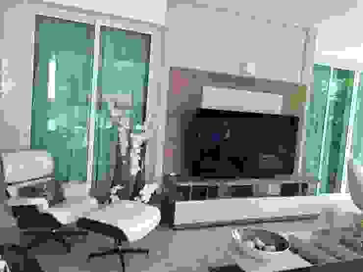 Sala de tv na área gourmet Varandas, marquises e terraços minimalistas por Aadna.Design Minimalista