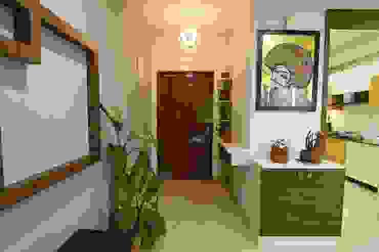 7 Modern corridor, hallway & stairs by Magnon India Modern