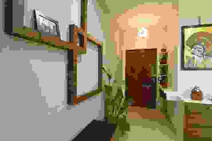 8 Modern corridor, hallway & stairs by Magnon India Modern