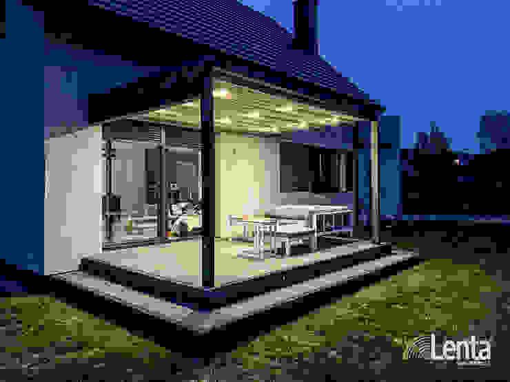 Lenta minimalist style balcony, porch & terrace