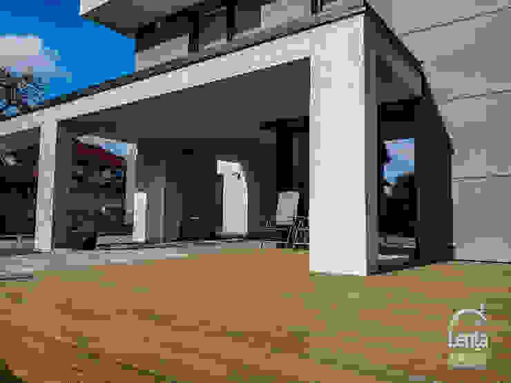 Lenta Modern balcony, veranda & terrace